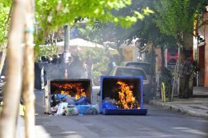 Φωτιές σε κάδους και μηχανή στη Θεσσαλονίκη