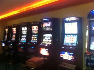 Καφετέρια… μίνι καζίνο στην Κυψέλη – Δύο συλλήψεις