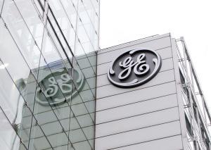 Ο Μακρόν απειλεί με πρόστιμο-μαμούθ την General Electric