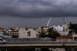 Κεραυνοί και βροχή στην Κρήτη [pics, vid]