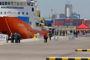 Ιταλία: Δεν δέχεται πλοίο που διέσωσε εκατοντάδες μετανάστες
