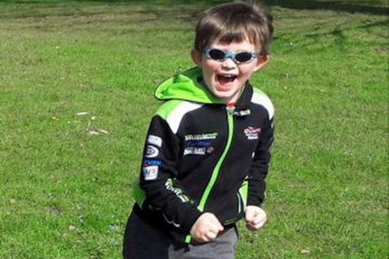 Τραγωδία! Έπεσε στο κενό με τον 5χρονο γιο της | Newsit.gr