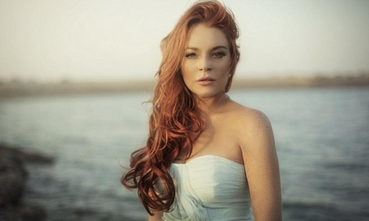 Lindsay Lohan: Συνεχίζει τις βουτιές στη Μύκονο! | Newsit.gr