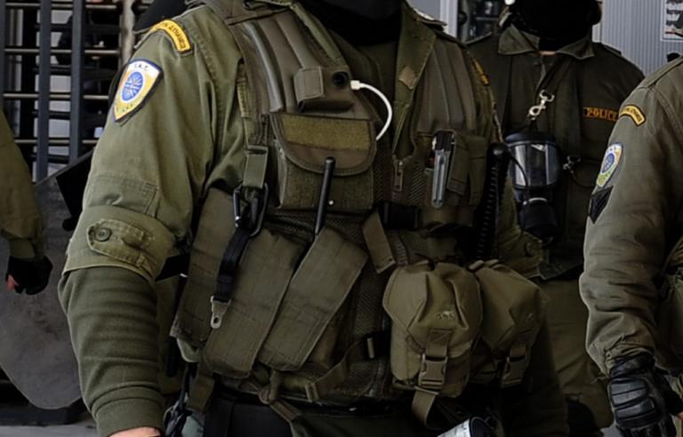 Στο νοσοκομείο δύο αστυνομικοί μετά από επίθεση οπαδών | Newsit.gr