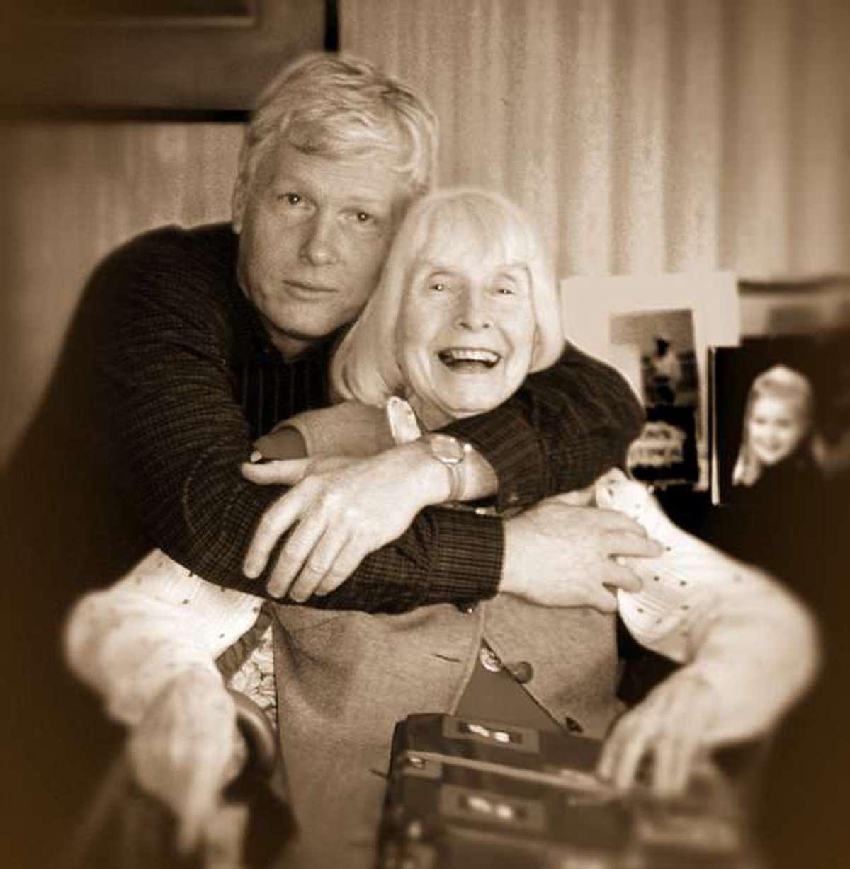 Η σπαρακτική ιστορία αγάπης πίσω από μια παλιά φωτογραφία