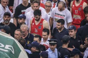 """Παναθηναϊκός – Ολυμπιακός: Μπουκάλια και… αποχώρηση των """"ερυθρόλευκων"""" στα αποδυτήρια  [vids]"""