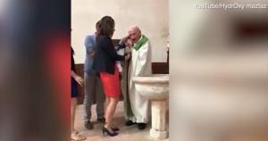 Σάλος σε βαφτίσια! Ο ιερέας χαστούκισε το παιδί και έγινε χαμός