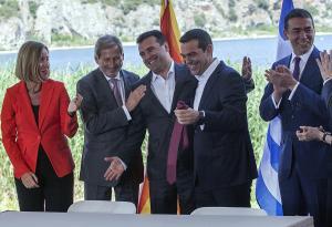 """Βρυξέλλες: """"Θα τη λέμε πΓΔΜ μέχρι την πλήρη εφαρμογή της συμφωνίας των Πρεσπών"""""""