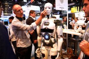 Αυξάνονται και πληθύνονται τα ρομπότ στις βιομηχανίες – Ο αριθμός τους κοντεύει τα 3 εκατομμύρια!