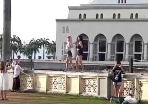 Τζαμί απαγόρευσε την είσοδο σε τουρίστες μετά τον viral σέξι χορό