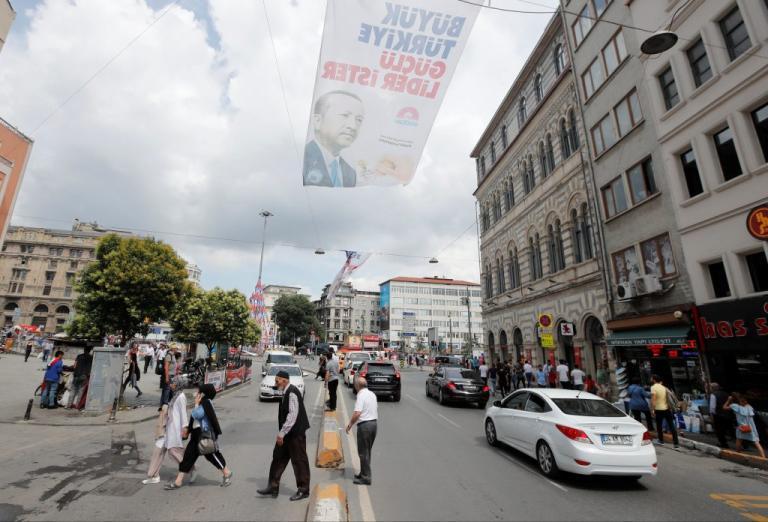 Τουρκία – εκλογές:  Κλείνουν σήμερα οι κάλπες στα τουρκικά προξενεία στη Γερμανία