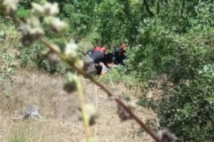 Τρίκαλα: 86χρονος οδηγός έπεσε σε γκρεμό και βγήκε σώος!