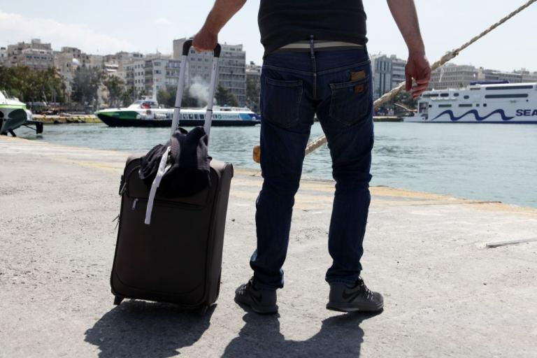 Λέσβος: Ξεχείλισε η απελπισία! Μετανάστης προσπάθησε να φύγει από το νησί κλεισμένος σε βαλίτσα | Newsit.gr
