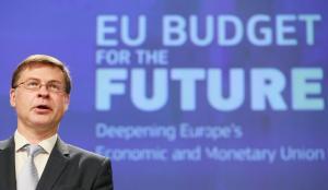 """Β. Ντομπρόβσκις: """"Η ελληνική οικονομία ανακάμπτει"""""""