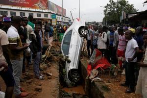 """Ακτή Ελεφαντοστού: """"Φονική"""" καταιγίδα άφησε πίσω της τουλάχιστον 18 νεκρούς"""
