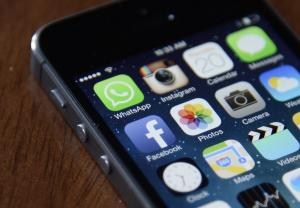 """Το WhatsApp """"τρώει"""" το Facebook"""