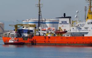 Τέλος στην «Οδύσσεια» για το πλοίο με του 629 μετανάστες – Έπιασε λιμάνι στην Βαλένθια [pics]