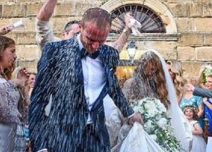 Ζάκυνθος: Ο γάμος πρώην ποδοσφαιριστή του Ολυμπιακού – Η νύφη, το γλέντι και το έθιμο που τηρήθηκε [pic, vid]
