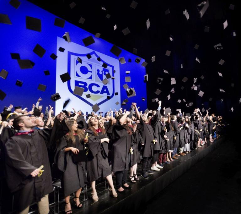 Λαμπερή η 46η τελετή αποφοίτησης του BCA College [pics] | Newsit.gr