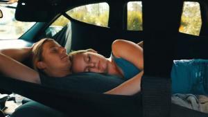Μια αιώρα για ύπνο στο… αυτοκίνητο! [vid]