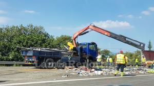 Απομακρύνεται η νταλίκα από την Εθνική – «Οδύσσεια» για τους οδηγούς [pics]