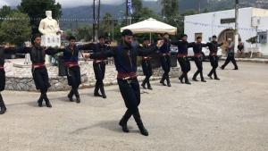 Χανιά: Το ανατριχιαστικό πεντοζάλι στα Σφακιά για την επέτειο της επανάστασης – Έτσι τίμησαν τους ήρωες [vids]