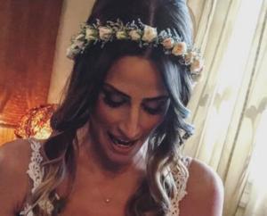 Χανιά: Η κούκλα νύφη έκλεψε την παράσταση με τις πόζες και το χιούμορ της – Οι εικόνες του γάμου [pics]