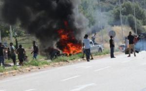 Άμφισσα: Φωτιές, απειλές και οδοφράγματα μετά την κηδεία της 13χρονης – Η πρώτη σύλληψη δεν μετριάζει την οργή [pics, vid]