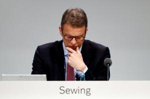 Συναγερμός στην Deutsche Bank – Προσπαθούν να καθυσηχάσουν το προσωπικό!