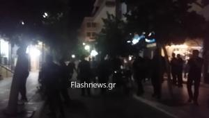 Χανιά: Χαμός έξω από τα γραφεία των ΑΝΕΛ! Έβριζαν την Κουντουρά που τελικά… φυγαδεύτηκε [vids]