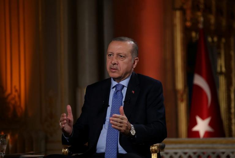 «Μαύρα» μαντάτα για τον Ερντογάν: Δεν βγαίνει την πρώτη Κυριακή, «χάνει» τη Βουλή