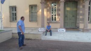 Λέσβος: Διέκοψε την απεργία πείνας ο πρόεδρος της δημοτικής Κοινότητας Μόριας μετά απο συνάντηση με τον υφυπουργό μεταναστευτικής πολιτικής