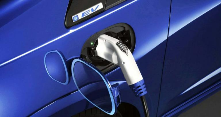 To κόστος χρήσης των ηλεκτρικών αυτοκινήτων μειώνεται παντού, εκτός από την Ελλάδα! | Newsit.gr