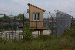 Κόλαφος για την Ελλάδα: Κρατούν για μήνες γυναίκες και κορίτσια στα ίδια κελιά με άγνωστους άνδρες