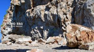 Έβρεξε… βράχια στο Ναύπλιο – Σοκαριστικές εικόνες από τη νέα κατολίσθηση [pics, vids]