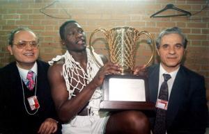 FIBA για Γιαννακόπουλο: «Η Ελλάδα θρηνεί την απώλεια του γίγαντα του μπάσκετ»