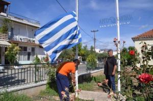 Άργος: Μεσίστιες οι σημαίες για τη Μακεδονία – Οι εικόνες μετά την απόφαση του δημοτικού συμβουλίου [pics, vid]