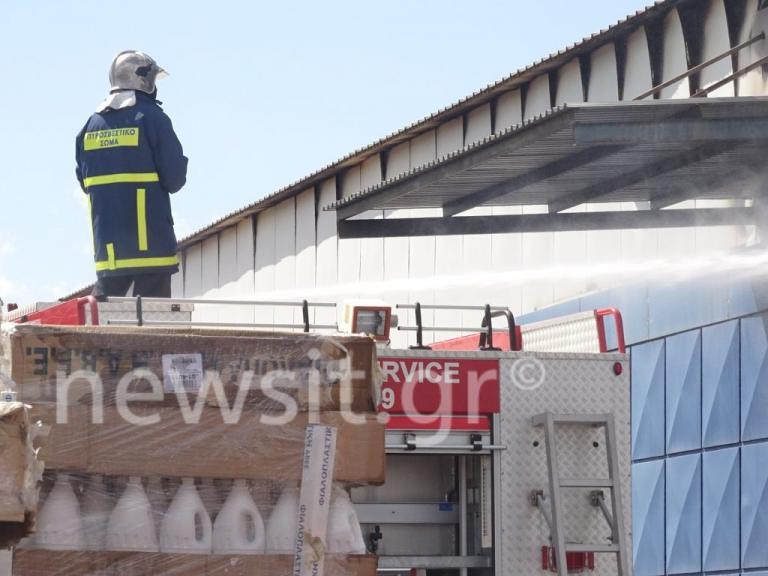 Οινόφυτα: Μεγάλη φωτιά σε εργοστάσιο ενώ ήταν σε λειτουργία | Newsit.gr