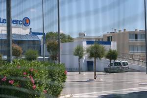 Τρόμος στην Γαλλία: Γυναίκα επιτέθηκε σε πολίτες σε σούπερ μάρκετ φωνάζοντας «ο Θεός είναι μεγάλος»