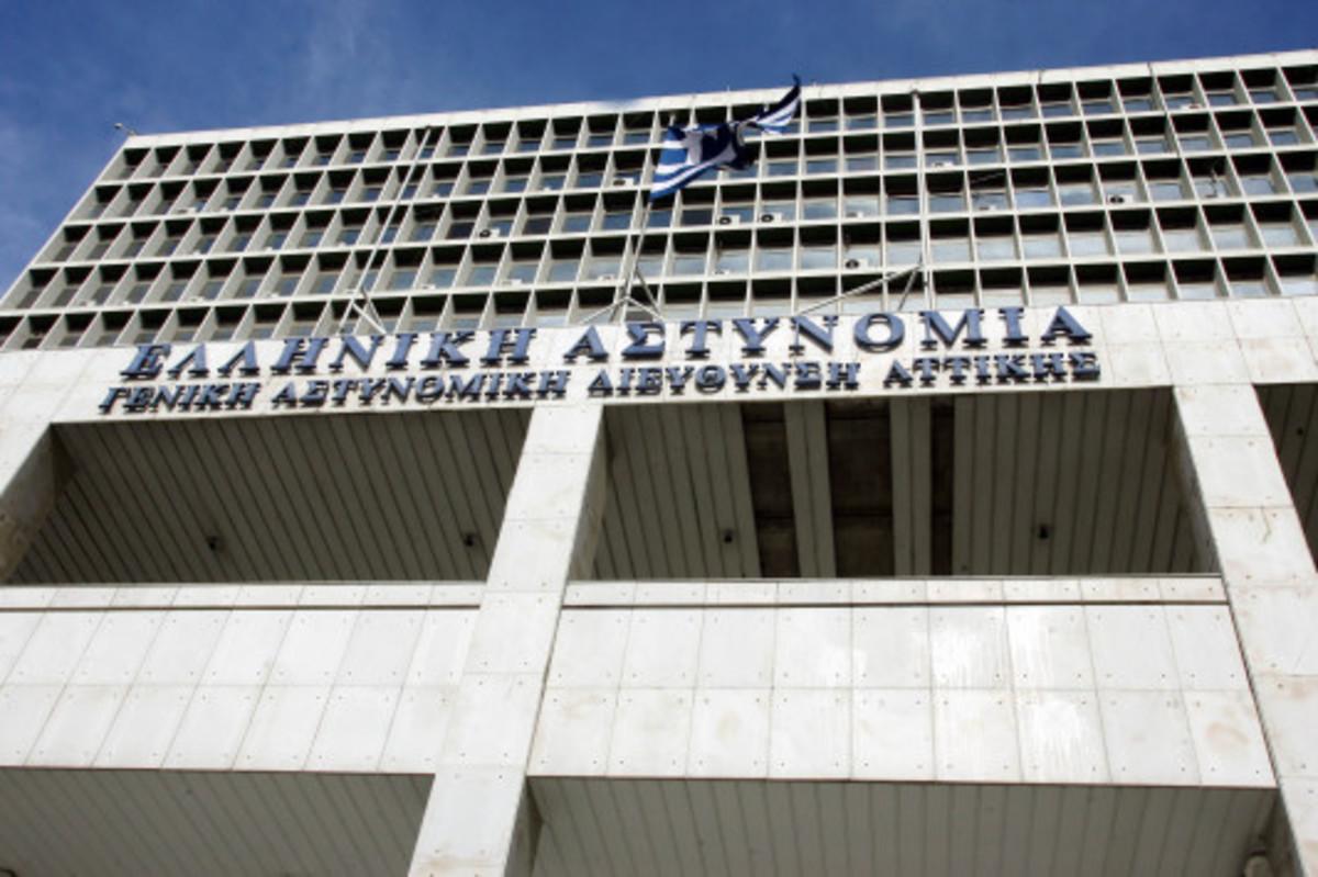Παραδόθηκε γνωστός αναρχικός για το όπλο στο σπίτι της 23χρονης | Newsit.gr