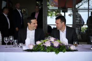 Πρέσπες: Το γεύμα της… επιτυχίας! Τσίπρας: «Ήταν σαν τραπέζι γάμου» [pics]