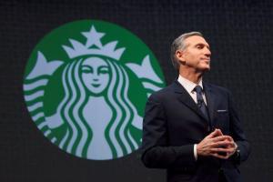 Χάουαρντ Σουλτς: «Έχτισε» τα Starbucks από το μηδέν και θέλει την καρέκλα του Τραμπ!