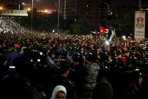 """""""Οργή λαού"""" στην Ιορδανία για τις αυξήσεις σε καύσιμα και φόρους"""