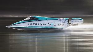 Δείτε το ηλεκτρικό ταχύπλοο της Jaguar να πετυχαίνει ένα νέο ρεκόρ ταχύτητας [vid]