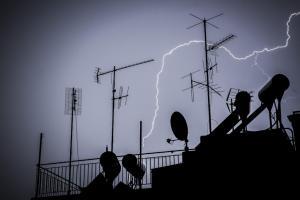 Καιρός: Ζακέτα και ομπρέλα να πάρετε, η «Νεφέλη» είναι εδώ! Βροχές και καταιγίδες σήμερα!