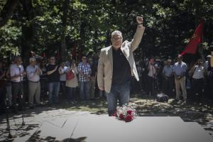 Καρδίτσα: Στο μνημόσυνο για τον Χαρίλαο Φλωράκη ο Δημήτρης Κουτσούμπας [pics]