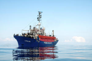 Lifeline: Παραμένουν στη θάλασσα οι μετανάστες αλλά… στην Μάλτα