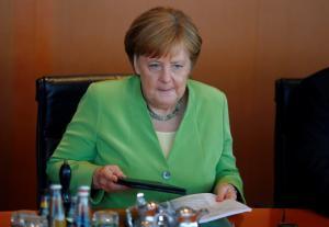 Πιέζουν τη Μέρκελ για το προσφυγικό Χριστιανοκοινωνιστές και… Βίζεγκραντ