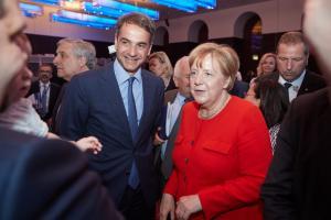 Μητσοτάκης: Χαμογελαστός και «θερμός» με την Μέρκελ! «Θα κερδίσουμε τις επόμενες εκλογές»