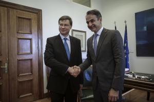 Δραστική παρέμβαση για το χρέος ζήτησε ο Κυριάκος Μητσοτάκης από τον Βάλντις Ντομπρόβσκις
